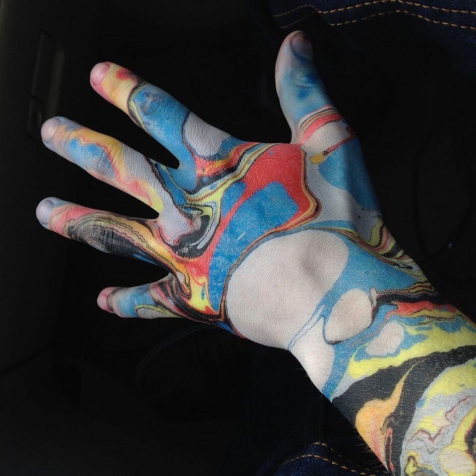 Статья для блога. Искусство 42 (3.5) Эбру. Человеческая рука, раскрашенная в технике эбру