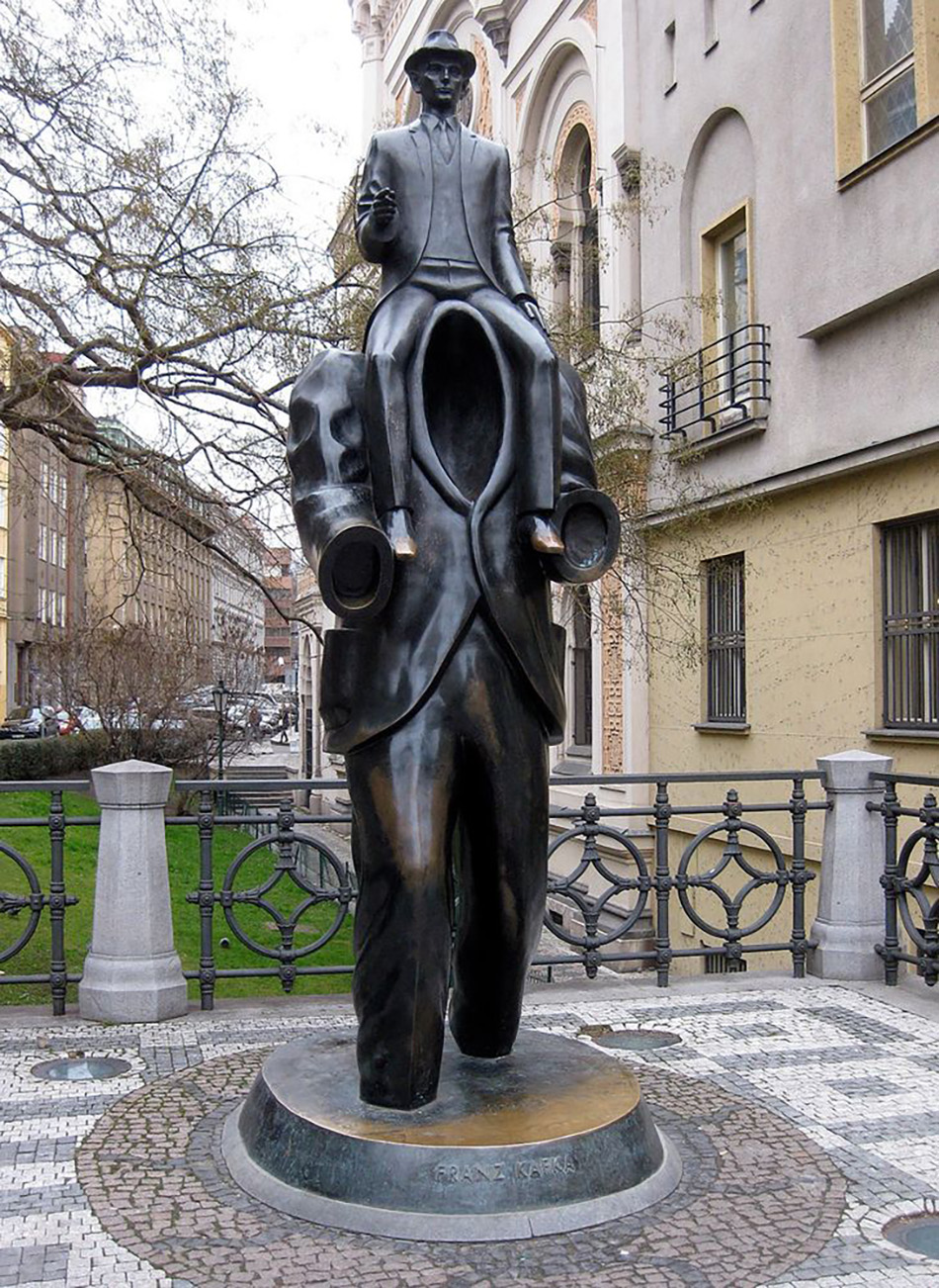 Памятник Францу Кафке, Ярослав Рона, Прага, Чехия