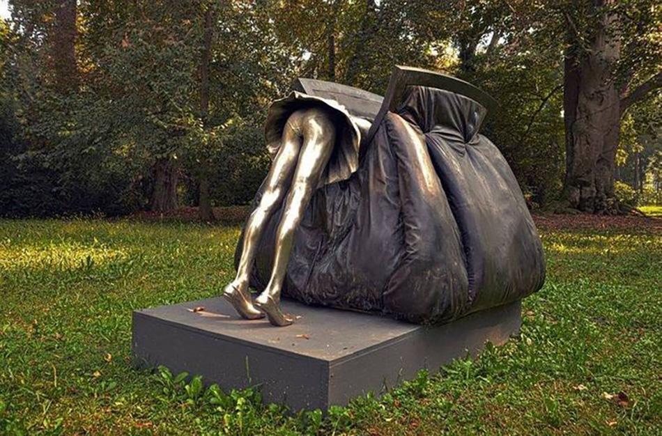 11. Памятник женской сумочке, Италия