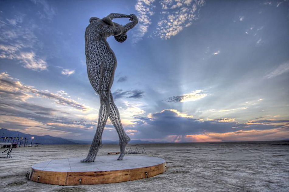 "Скульптура ""Truth is Beauty"" из серии ""Bliss"", Марко Кокрейна, Невада, США"